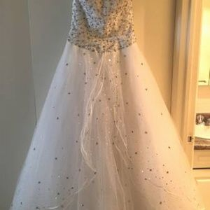 Dresses & Skirts - PRINCESS STYLE STRAPLESS WEDDING DRESS - Excellent